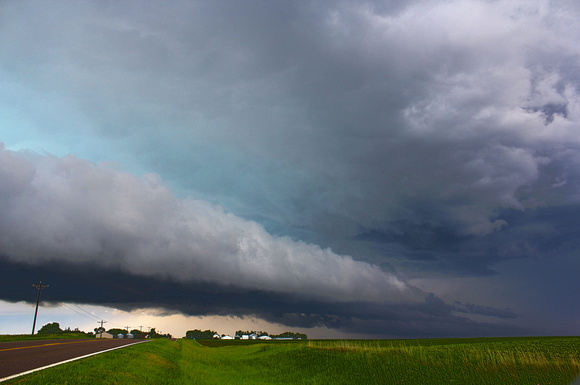 Shelf cloud forms on a severe warned cell in Sioux County, IA on June 16, 2014